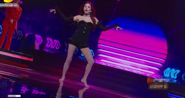 明星上镜全身涂粉?张雨绮跳舞时,看清脚底板,33岁肤色真实了