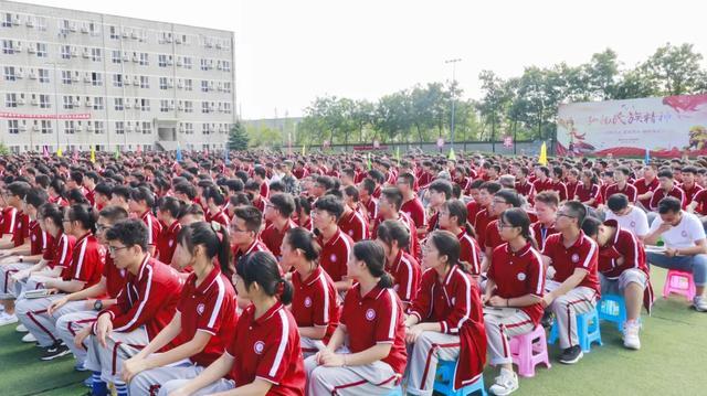 丁准高考2021届大型励志讲座军训站火爆开讲