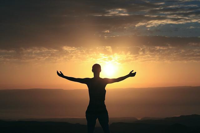正能量早上好问候语句子:只要目标在远方,就砥砺前行吧!