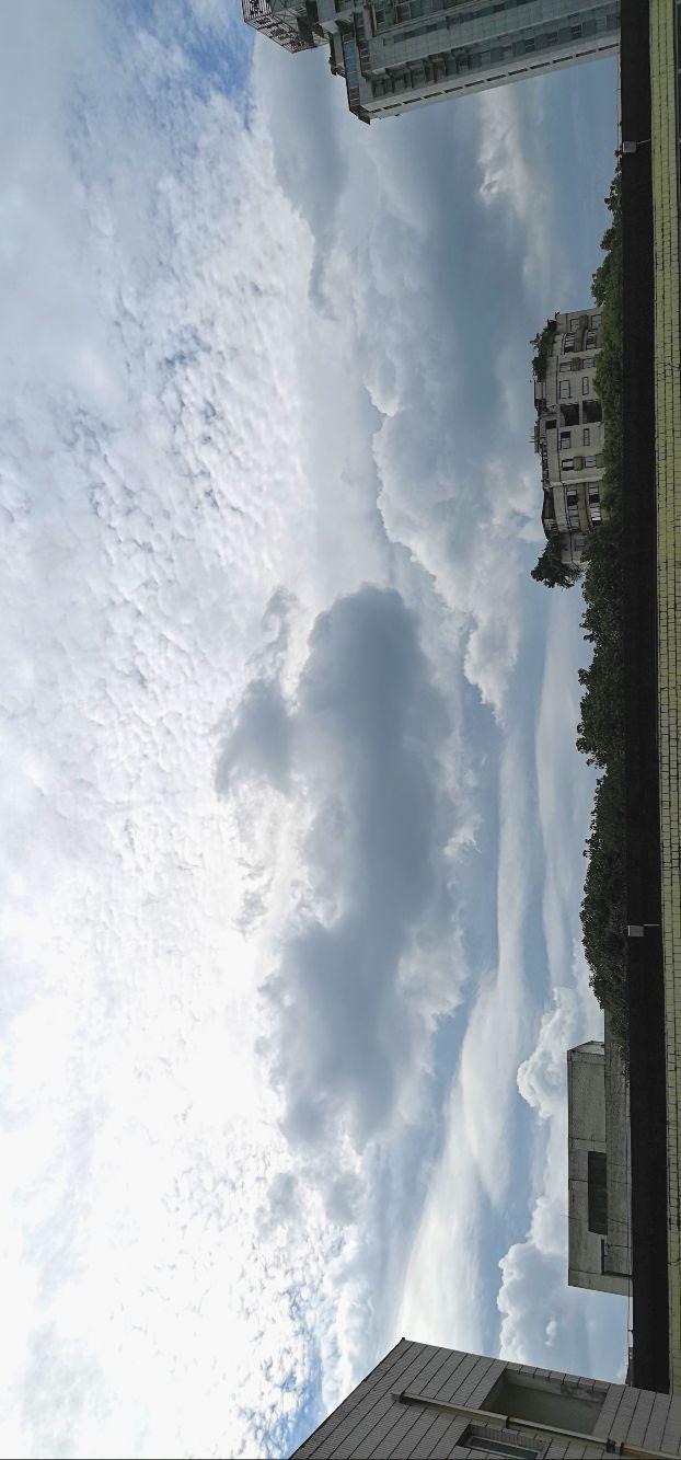 热搜老人连续七年拍摄天空,原来每一片云彩都是艺术家作的画!