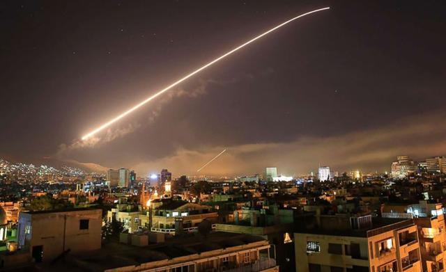 以色列导弹夜间来袭!大马士革猝不及防,多个据点的建筑被击中