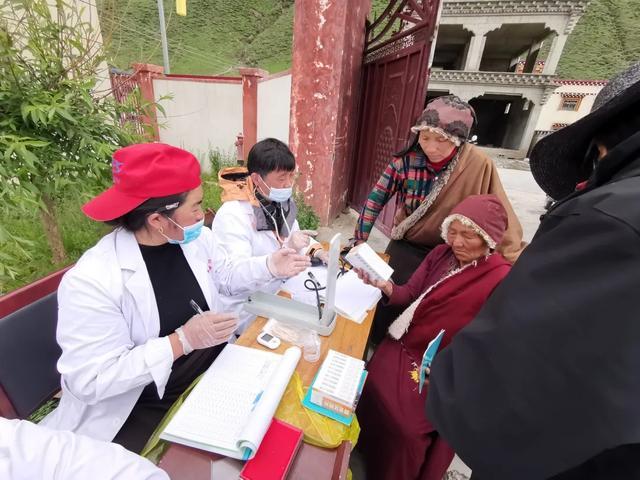 成都京东方医院医疗队继续在藏区巡诊帮扶