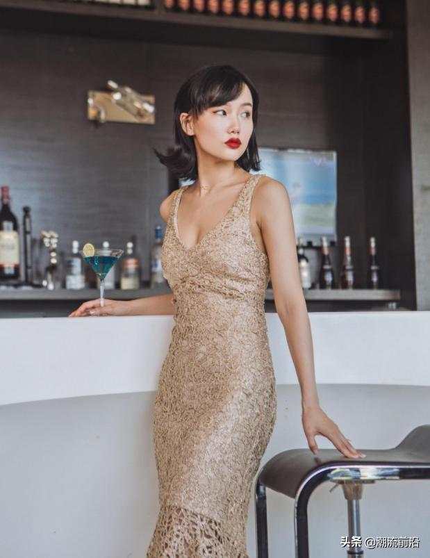 32岁黄龄终于高调一回,穿透视裙走红毯,好身材若隐若现,撩炸了