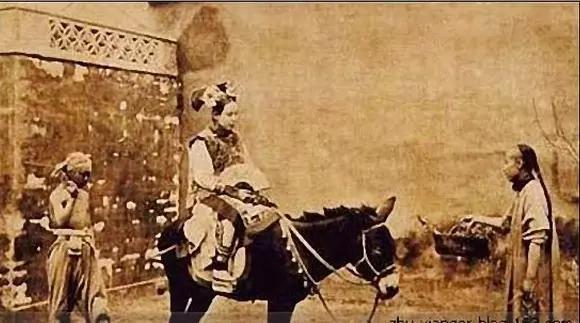 百年来回娘家的老照片回顾,驻足老照片前,只匆匆一瞥便一生不忘