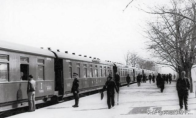 """为何民国时期的火车票一票难求,车站天天犹如""""春运""""?"""