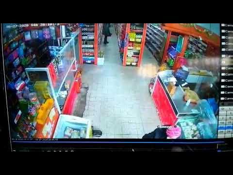 阿根廷一男子试图抢劫华人超市 反被超市店员制服移交警方