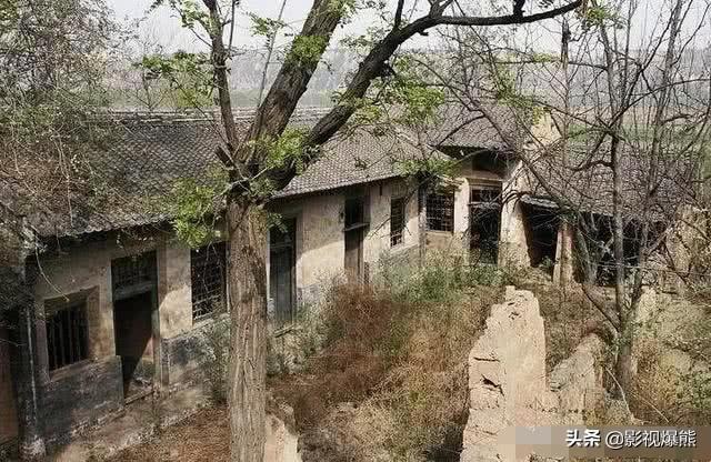 老话说老房子有人住百年不倒,一旦搬走3年就塌