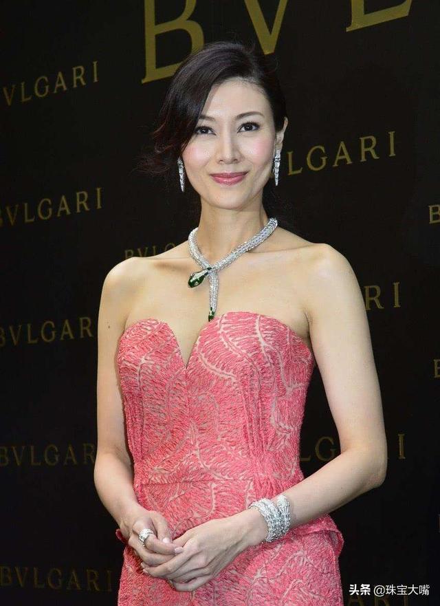 90年代经典美女李嘉欣的珠宝搭配,这5款每一款都亮眼