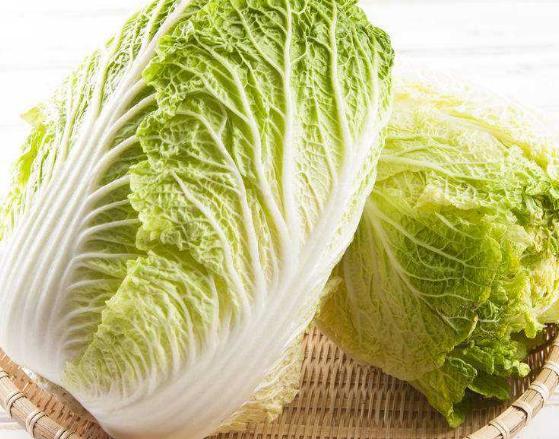 用水煮大白菜当主食吃一个月,听说能排出宿便,和毒素