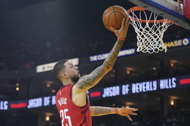 小里替补登场砍40+&+命中率70%+进6记三分 NBA历史首人