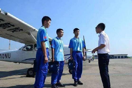 成都家长速看!四川省首个海军青少年航空实验班开始报名了!报名条件、政策待遇...你想知道的都在这!
