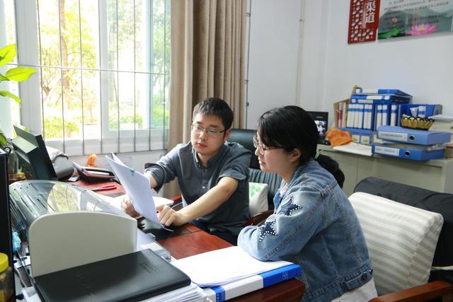 感动中国学习双百人物规划精彩人读后感1000字