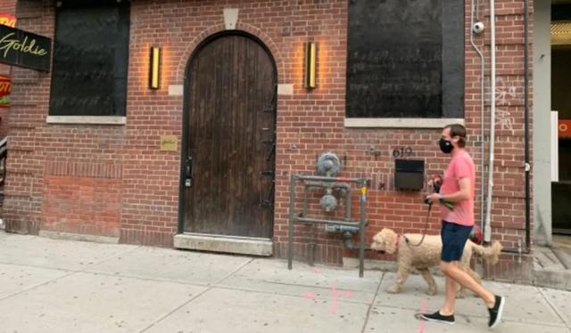 多伦多酒吧开百人派对 被政府勒令停牌