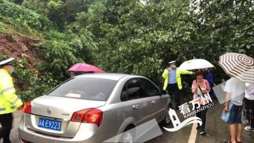 今晨万州遭暴雨袭击 多处路段出现状况