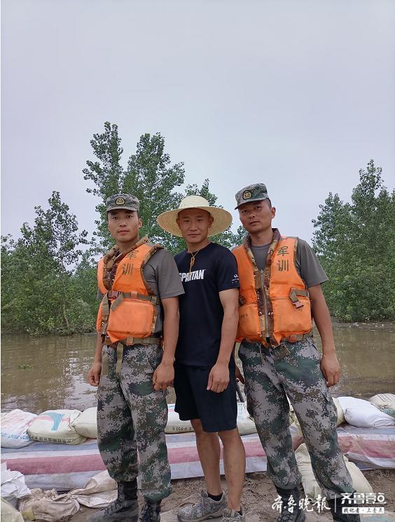 山东90后退伍兵转4次火车赴江西抗洪:灾难面前,都是江洲儿郎