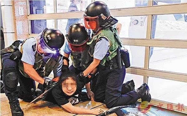律师辩称她买了回港机票,袭警少女再获保释