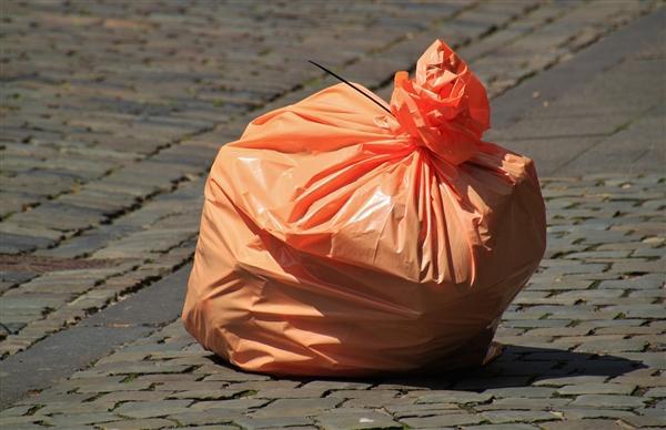 明年起禁用不可降解塑料购物袋、吸管!塑料袋发明者本来是为拯救地球