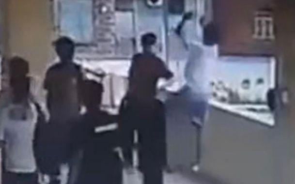 广东一中学生校内不慎坠楼致骨折,学校已加高围墙护栏