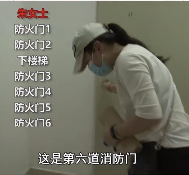云南6户回迁村民回家需过6道防火门,居委会已协调换房