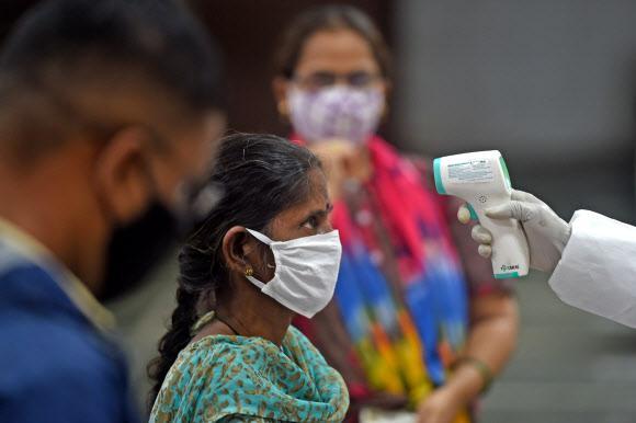 今日疫情汇总:港版方舱医院启用,印度单日新增破5万