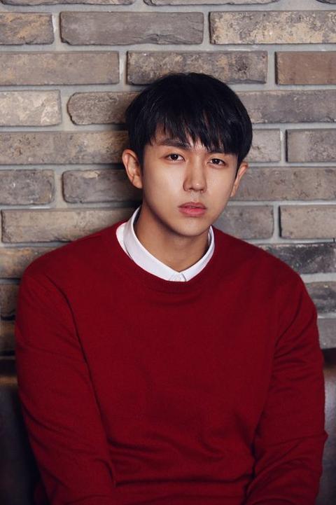 韩国2AM歌手林瑟雍深夜开车 撞死闯红灯行人