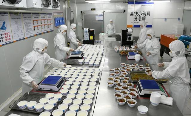 """盒饭变成10元小碗菜,高铁餐食创新""""出锅"""" 消费与科技 第4张"""