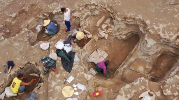 罕见!云南丽江一足球场重建时发现春秋战国时期大型石棺墓藏