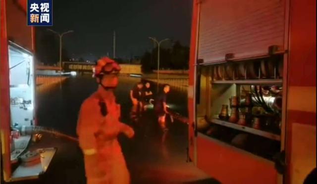 持续预警!四川局地有特大暴雨,多路段出现险情隐患:塌方、泥石流、河堤垮塌、涵洞积水...