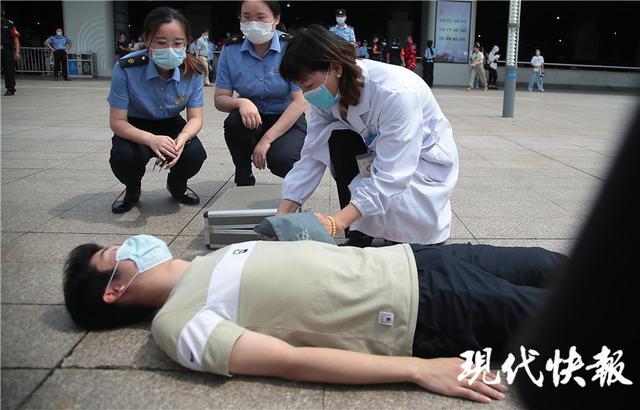 车站内有人纵火还砍伤旅客?南京铁警举行应急演练
