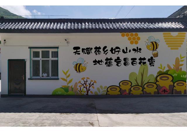 """让旧砖墙""""会说话"""",天津大学向宕昌绘制靓起来"""