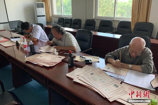 宁夏大学精心设计录取通知书 书法家手写新生姓名
