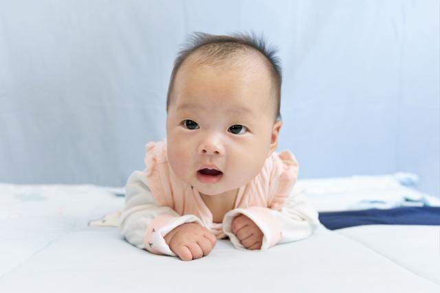 在家怎么给宝宝拍百天照