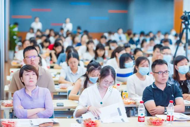 弘一律所的芈振华律师携团队为上百家企业HR开展法律培训