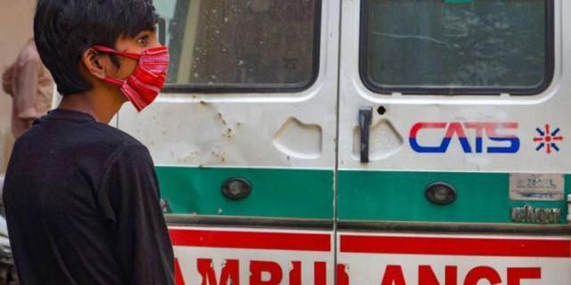 印度救护车司机送病重男婴去医院途中,竟午休2小时,致男婴死亡