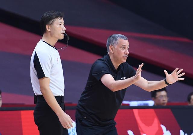 马布里提前庆祝广东夺冠被打脸,辽宁22分大逆转,22比3打崩广东
