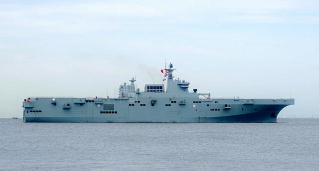 外媒:三艘航母三艘两栖攻击舰,中国海军舰载机飞行员需求很大