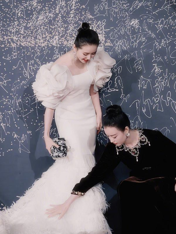 """倪妮同框劉詩詩太甜了,還貼心為其鋪裙子!""""男友力""""太強了吧"""