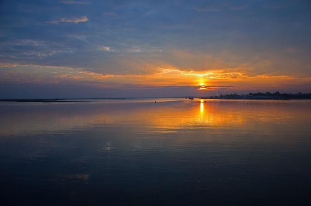 新的一周早安心语正能量:一辈子要为热爱献身一次,才不白走这一趟
