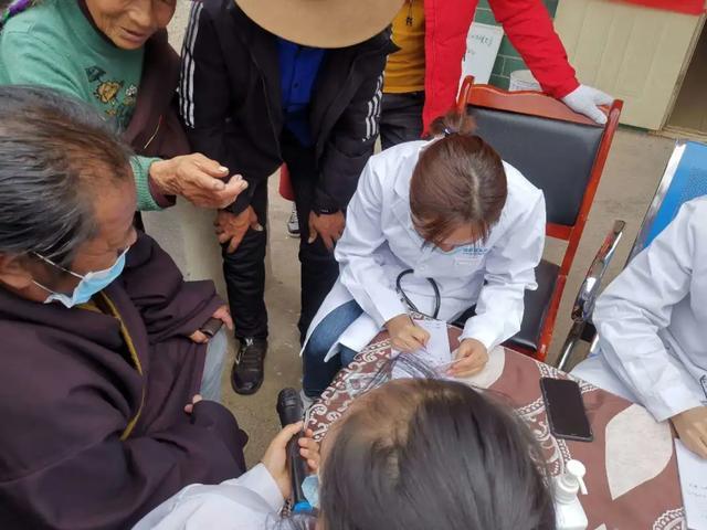 成都京东方医院对口支援德格藏族自治县