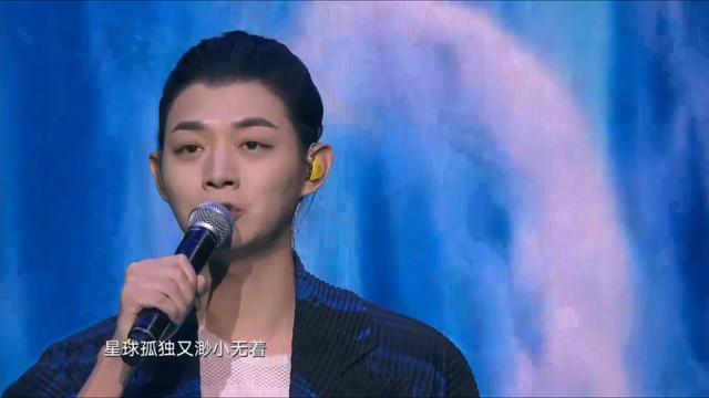 颁奖晚会变尴尬现场!丁当破音蔡徐坤清唱,王源没唱完被强制送走
