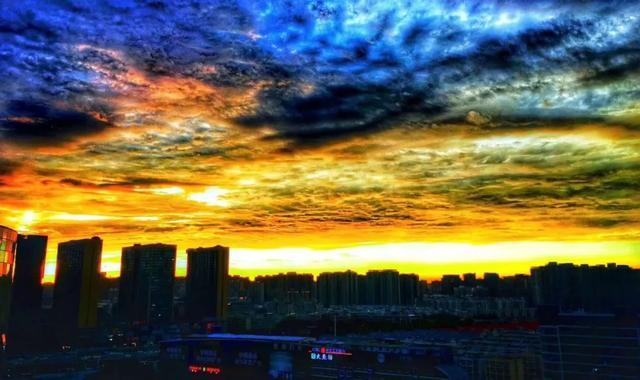 赏心悦目!郑州许久未见的晚霞,昨晚火爆了朋友圈