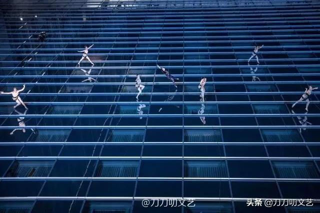 春晚最危险节目,张靓颖化身蜘蛛侠空中表演,网友:看着就腿软