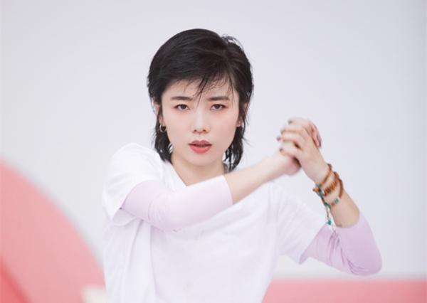 手撕尚雯婕、P图黄晓明结婚照,许飞这次该不该被原谅?
