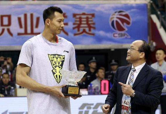 后浪们太不给力!34岁阿联划水仍拿MVP,成中国男篮最后遮羞布