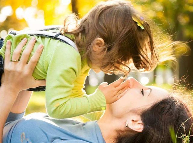 婴幼儿时期很好带,很听话,很少哭闹的低需求宝宝长大后怎么样了