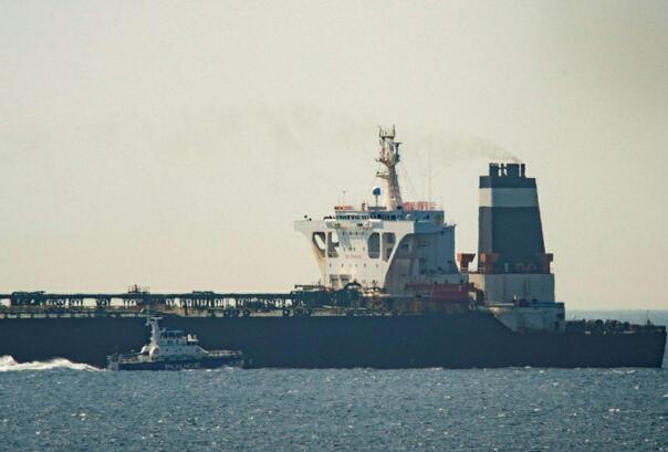 英国高调宣布,女王号航母将部署至南海,英网友:成移动活靶子