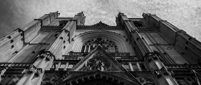 三起火点,著名的南特大教堂系人为纵火,调查已经开始