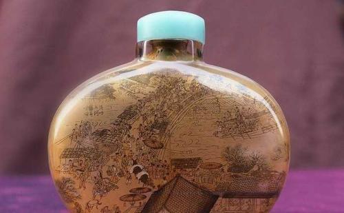 古代鼻烟壶趣谈:康乾时期鼻烟壶有哪些造型?又有哪些纹饰风格?