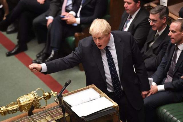 中英关系危急,反华议员小组成幕后黑手,英政客:打压华为是胜仗
