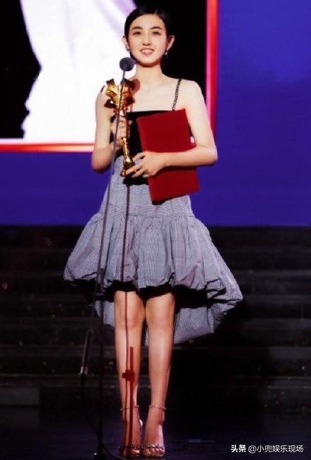 """张子枫获得第23届上海国际电影节""""最受传媒关注女主角"""""""